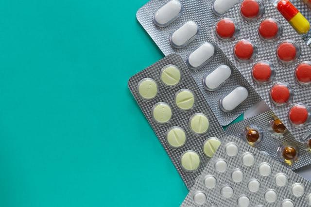Can nurse practitioners prescribe medication?